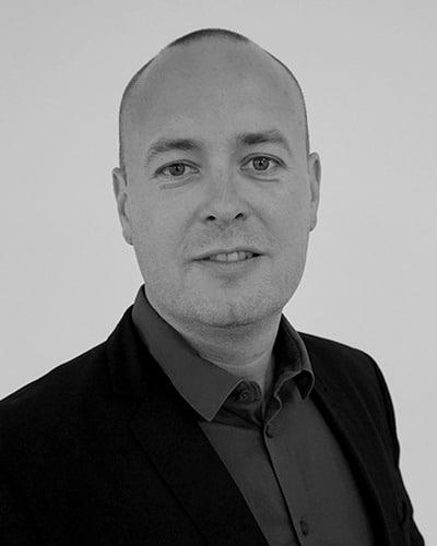 Thomas Hjort, associeret seniorrådgiver hos DKPU med speciale inden for produktionsstrategi, automatisering, produktionsoptimering, kvalitet og digitalisering.